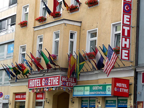Immer die Nase im Wind: Das Goethe-Hotel und die Goethe-Handyzentrale in München