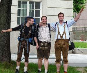 Möglicherweise sprechen die abgebildeten drei Herren Dialekt
